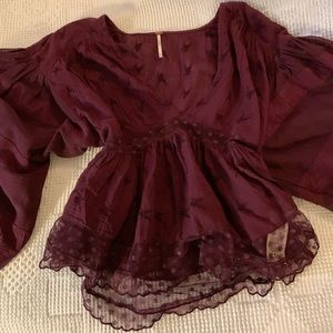 FREE PEOPLE x Burgundy balloon sleeve lace crop